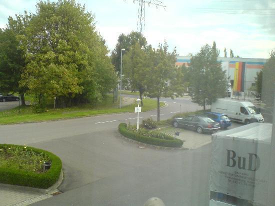 Hotel Seehof: Landstraßenauffahrt