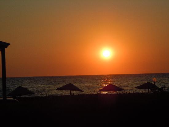 Kustur Club Holiday Village: zonsondergang vanaf het terras restaurant