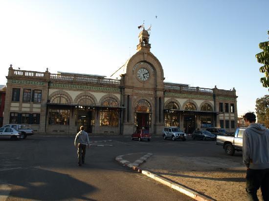 Tana-Jacaranda: der Bahnhof von Tana in der Ave.de Independante