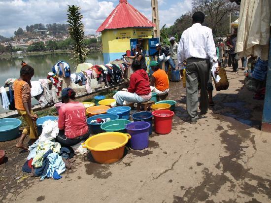 Tana-Jacaranda: Waschtag