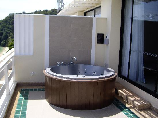 Cape Panwa Hotel: hot tub