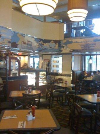 Landmark Diner : the new décor is elegant