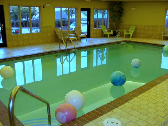 Comfort Inn Bentonville: pool area