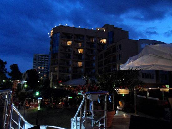 Lilia Hotel: Lilia by night
