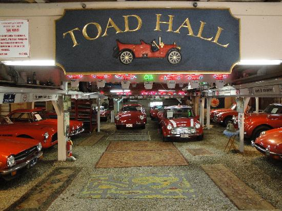 Simmons Homestead Inn: A tiny section of the car museum