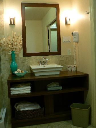Amqui, Canada: Bathroom vanity