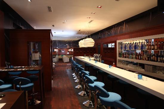 M Lounge: Bar