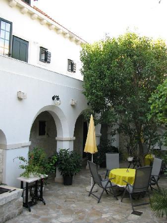 Villa Giardino: yard