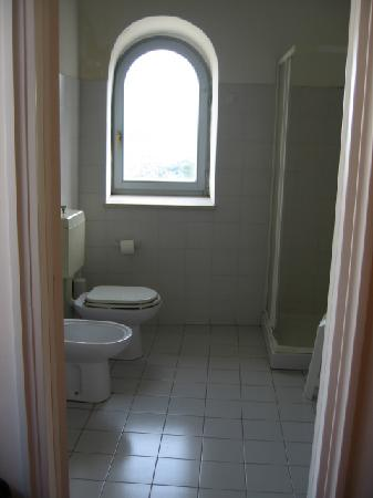 Villa Mercede: The spacious bathroom