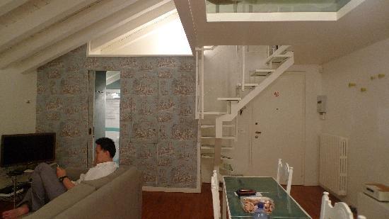 Brera Apartments: spacious living room