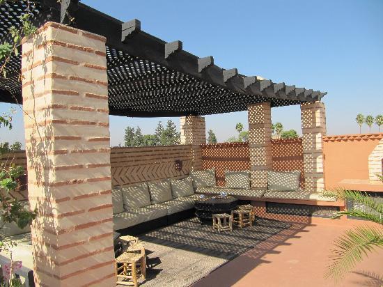 Riad l'Orangeraie: Coin lounge sur le toit