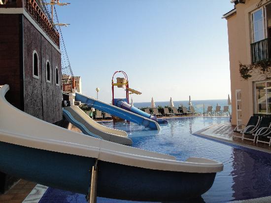 Viva Cala Mesquida Resort & Spa: Piratenschiff und Kinderrutschen