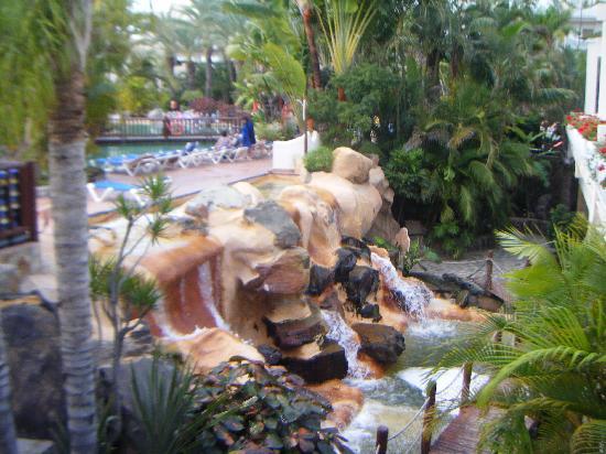 Maspalomas Princess Hotel: waterfall outside restuarant