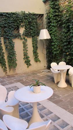 Petronilla Hotel: Garden