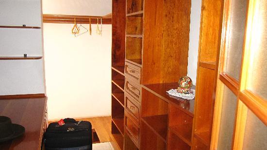 Pirwa Hostel Nasca: vestidor
