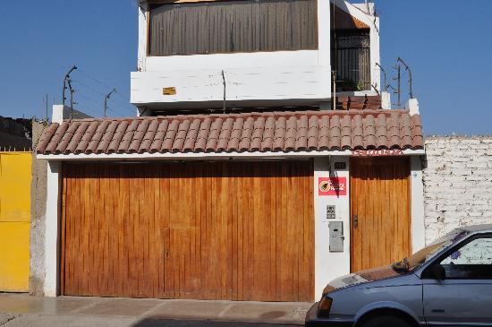 Pirwa Hostel Nasca: fachada