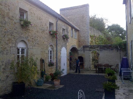 Chambres d'hotes Le Hutrel : Our 'outbuilding' at the back of the house