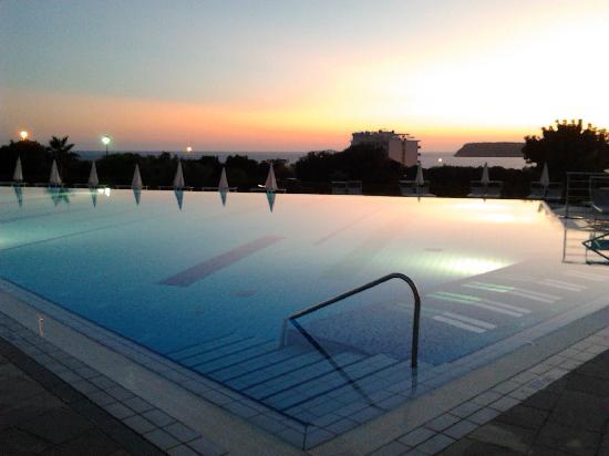 Valamar Lacroma Dubrovnik: la piscina scoperta con idromassaggi