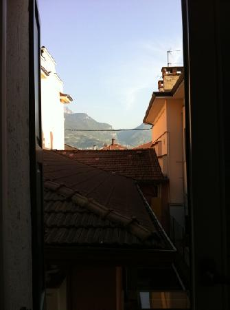 Hotel Vittoria: not a romantic view but the mountain looks fantasti.