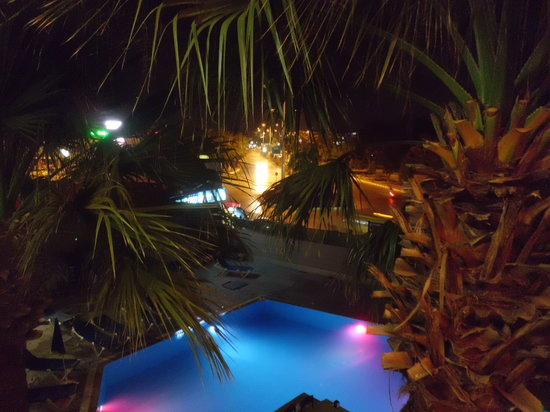 Palmiya Apartments : Pool at night