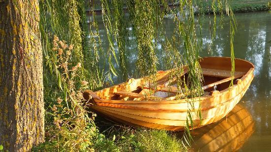 La Gaiana: Small pond on the property