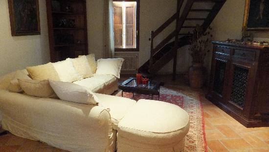 La Gaiana: Living room