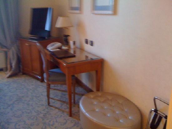 Aldrovandi Villa Borghese: desk