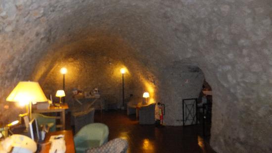 Hotel Teatro di Pompeo: Internet point in the cozy cellar