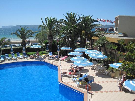 Hotel Florida: Pool and garden