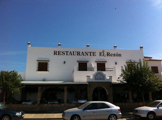 EL REZON: The outside