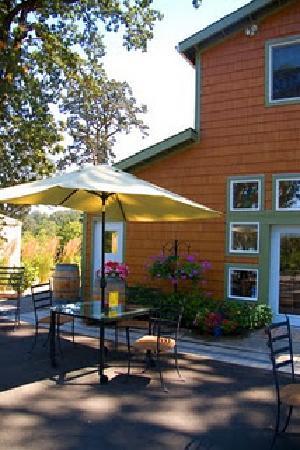 Left Coast Cellars : Restaurant and wine tasting room