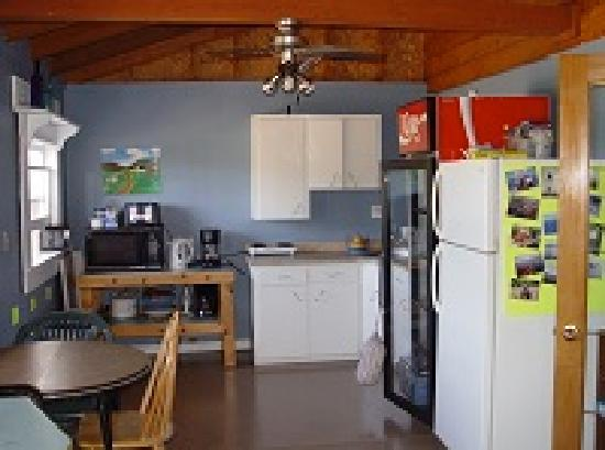 Cabot Trail Hostel: The second kitchen area