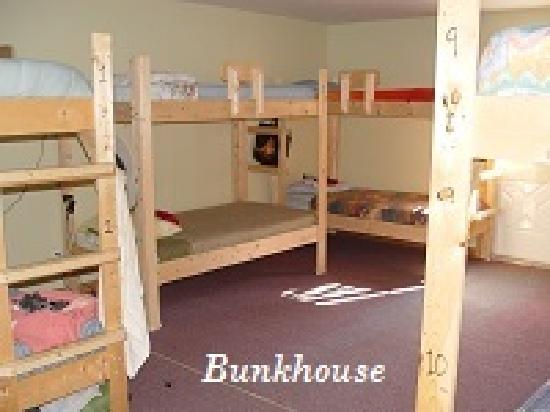 Cabot Trail Hostel : The 10 bunk dorm is ideal for groups as well as individuals