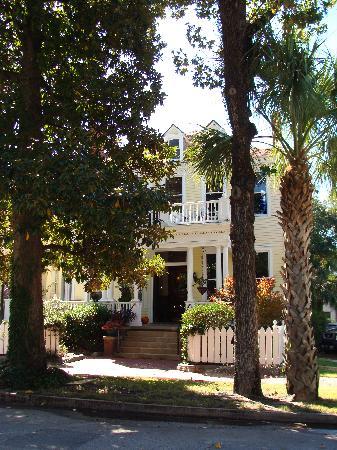 Azalea Inn & Villas: Southern Elegance