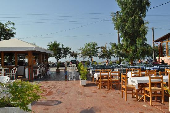 Hotel Melissa: Beach Bar-Garden Taverna