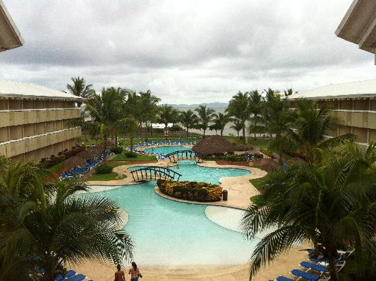 Doubletree Resort by Hilton, Central Pacific - Costa Rica : Early morning view of one of the hotel pools