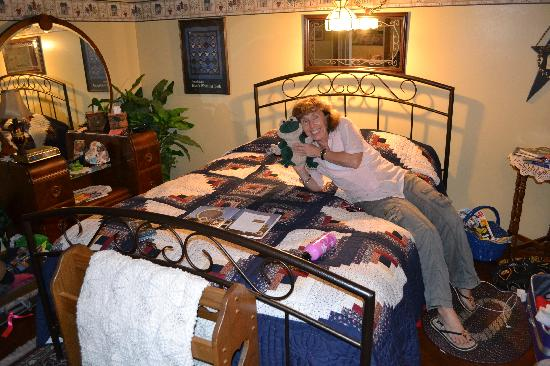 Frogtown Acres Bed and Breakfast: Our room