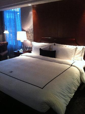 Hotel Muse Bangkok Langsuan - MGallery Collection : The comfy king bed