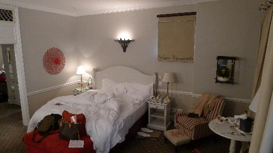 Cape Grace: bedroom