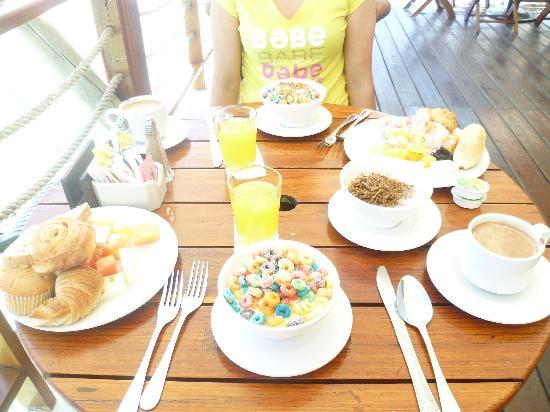 ديكاميرون لوس ديلفنز شامل جميع الخدمات: desayuno!!!!