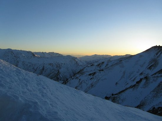 Coronet Peak: looking north towards Mt Aspiring from the top of Greengates lift.