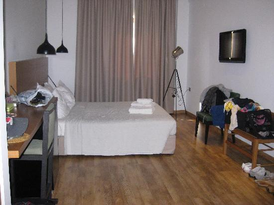 A for Athens: Simple, clean room with comfortable bed, great shower