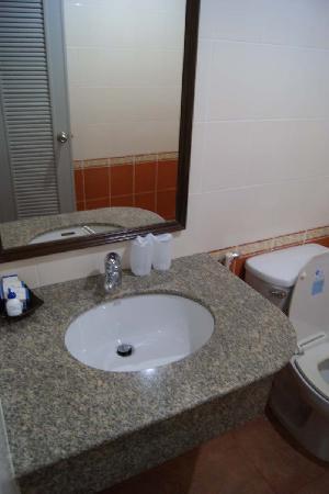 Arimana Hotel: Wash Basin