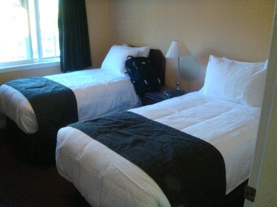 Casa Loma Lakeshore Resort: Twin bedroom
