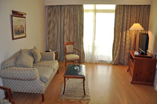 Mediterranean Azur Hotel: Outer room