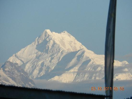 Hotel Golden Heights : view of mt, kanchenjunga from our room