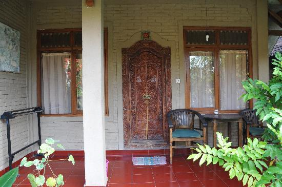 Merthayasa Bungalows: Exterior of my room.