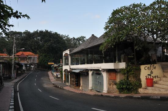 Merthayasa Bungalows: Direction towards Monkey Forest.