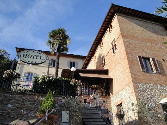 Hotel Arcobaleno: L'hotel fuori