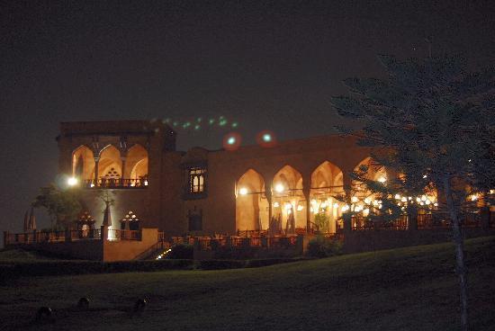 Citadel View Alain Le Notre : Vue du restaurant illuminé